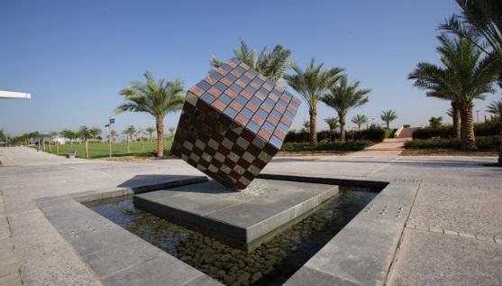 C:\Users\Администратор\Desktop\урок матем Развертка куба, 12.05.11г\геометрические памятники\скульптура Куб в парке Забиль.jpg