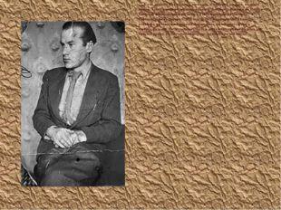 В  эти  времена  был газетным торговцем, землекопом, косарем,  возчиком брёве