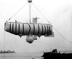 https://upload.wikimedia.org/wikipedia/commons/thumb/3/36/Bathyscaphe_Trieste.jpg/300px-Bathyscaphe_Trieste.jpg