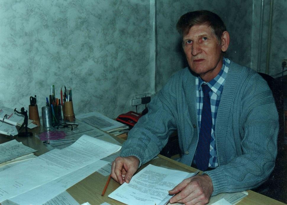 C:\Users\Владимир\Documents\Старое\Фото все\Сосканировано\Фото\Завод\КБ-23\Дед в КБ за столом .jpg