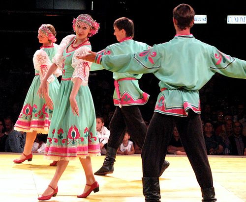 http://www.benefice74.ru/Russian_Folk_Dance_costume_6.jpg