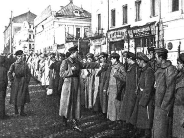 """Составными элементами политики """"военного коммунизма"""" были: 1. в экономике –..."""