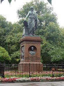 https://upload.wikimedia.org/wikipedia/commons/thumb/4/47/Monument_Karamzin.jpg/220px-Monument_Karamzin.jpg