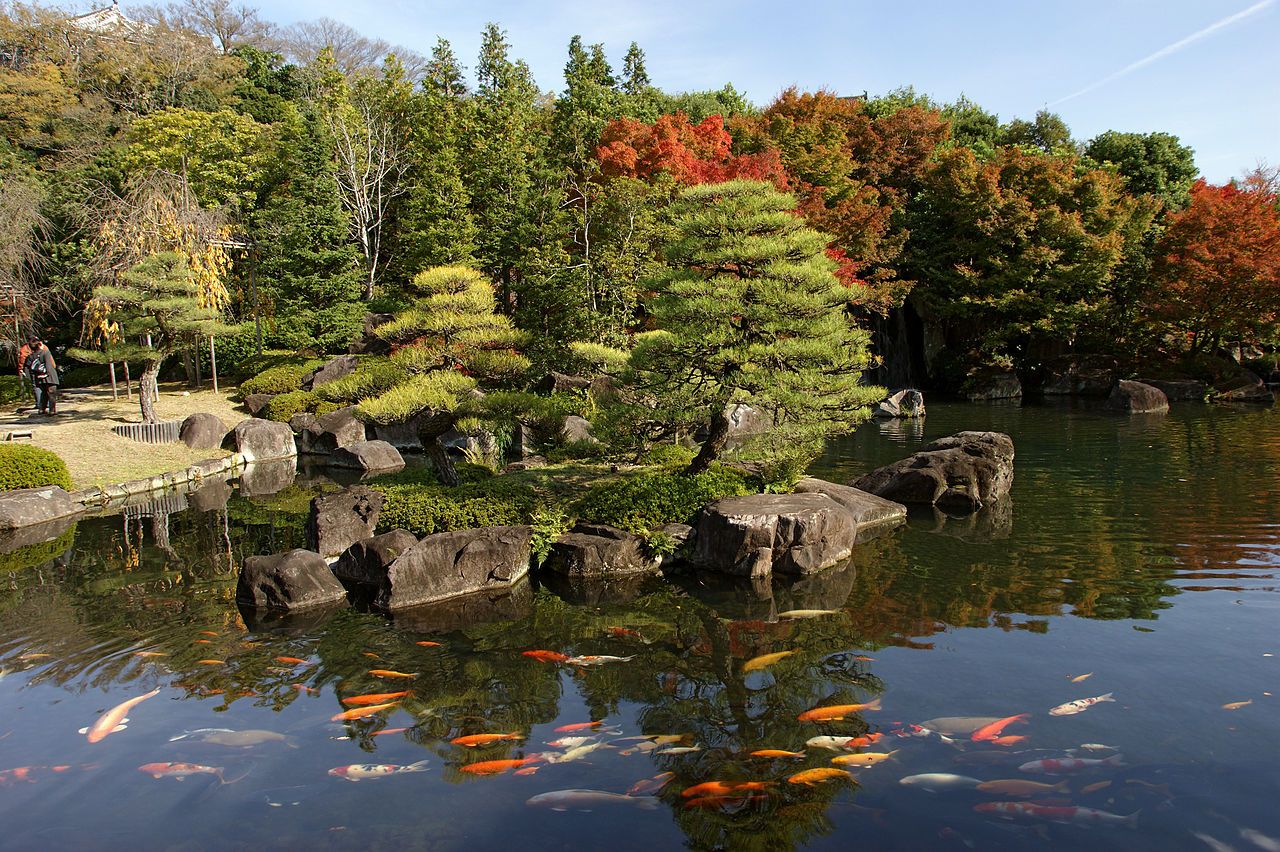 https://upload.wikimedia.org/wikipedia/commons/thumb/6/63/Himeji_Koukoen08s4592.jpg/1280px-Himeji_Koukoen08s4592.jpg