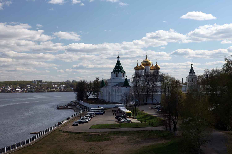 http://photo-drive.ru/Kostroma/Kostroma_Ipatievsky_Monastyr.jpg