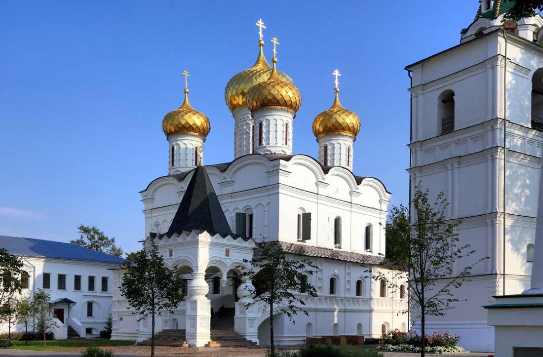 http://www.5arts.info/wp-content/uploads/2014/01/kostroma_ipatiev_monastery.jpg