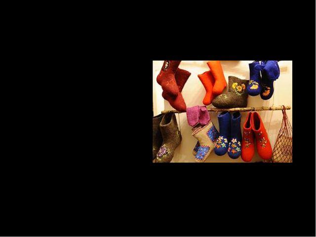 Синонимы к слову «валенки» валенок унты обувь валеночки валенцы катанки чесан...