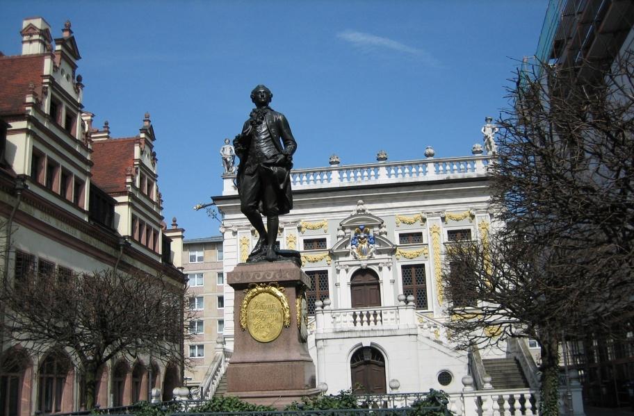 Германия фото: Лейпциг. Памятник Гёте.