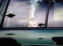 Маленьким жертвам преступников остается надеяться только на быструю реакцию милиции.<br>Фото: ВЛАДИМИР МАШАТИН