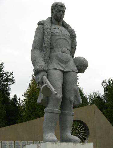 K:\Валенки\памятник солдату в валенках.jpg