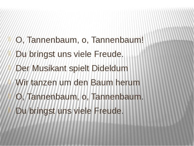 O, Tannenbaum, o, Tannenbaum! Du bringst uns viele Freude. Der Musikant spie...