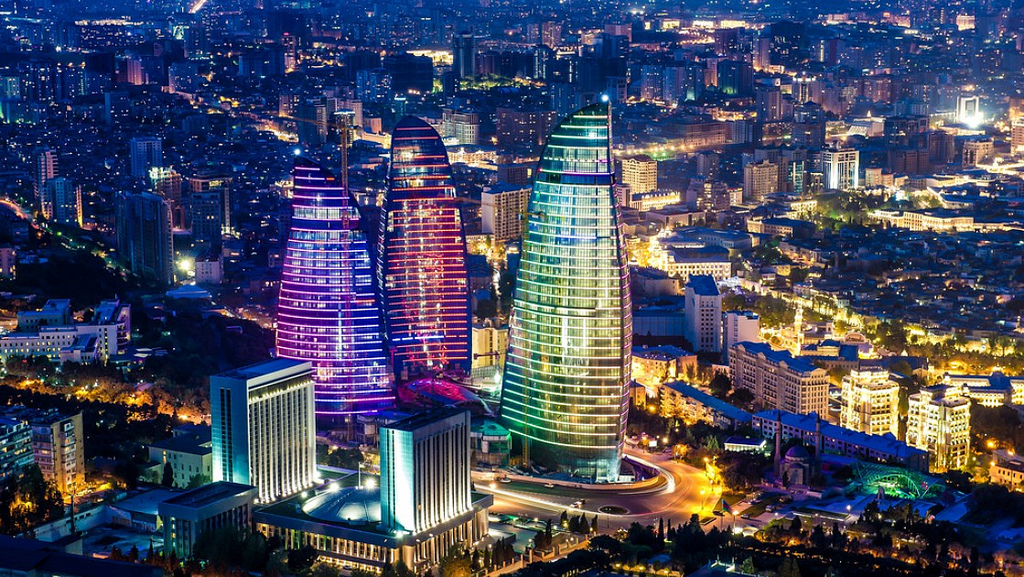 C:\Documents and Settings\Пользователь\Рабочий стол\геометрия\Flame-Towers-Baku-by-Night.jpg