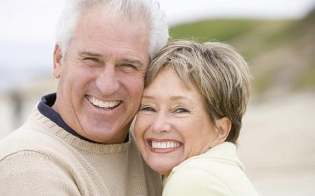 http://www.drtrinka.com/images/stockPhotos/dentalTopicsImg/bigstock_Couples_At_The_Beach_Smiling_4134069cut.jpg