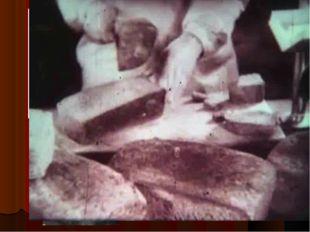 Осьмушка - это часть булки хлеба. 125г хлеба – это была суточная норма ленинг