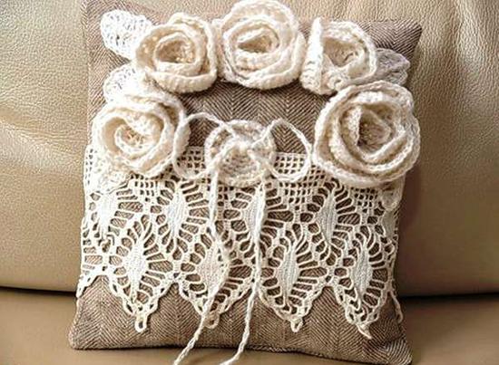 Декоративная диванная подушка фото
