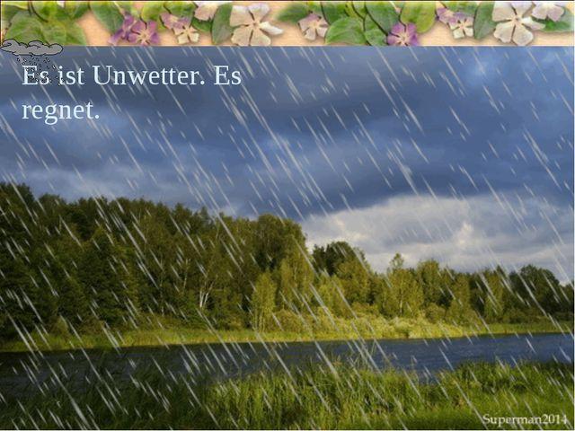 Es ist Unwetter. Es regnet.