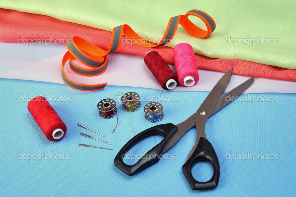 http://static4.depositphotos.com/1000606/360/i/950/depositphotos_3603393-Sewing-Accessories.jpg