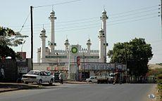 https://upload.wikimedia.org/wikipedia/commons/thumb/4/4d/Moshi_mosque.jpg/230px-Moshi_mosque.jpg