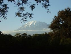 http://wikitravel.org/upload/shared/thumb/7/70/Kilimanjaro_2006-08-13.jpg/250px-Kilimanjaro_2006-08-13.jpg
