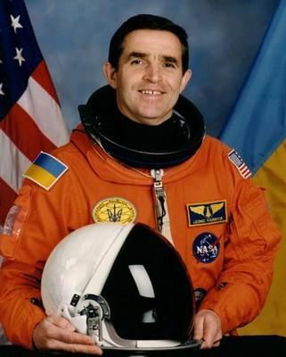 D:\11 класс\Астрономия уроки\Космос\Фото космонавтов\Л.К.Каденюк.jpg