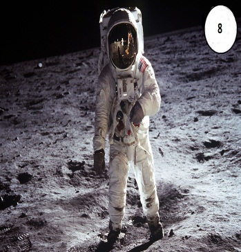 F:\Новая папка\16665-oboi-kosmonavt.jpg
