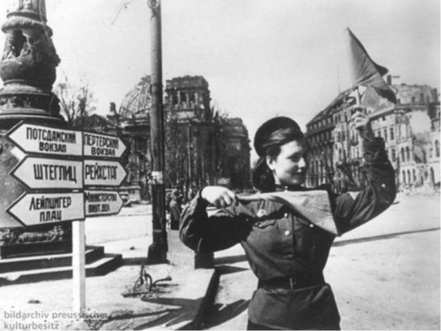 Ранним утром 9 мая 1945 года на одном из самых оживленных перекрестков немец...