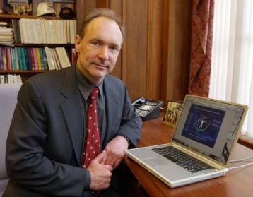 Автор интернета Тимоти Джон Бернерс Ли признался, что символ двойного слеша в адресе сайтов он придумал